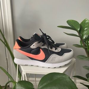 Nike MD Black and pink